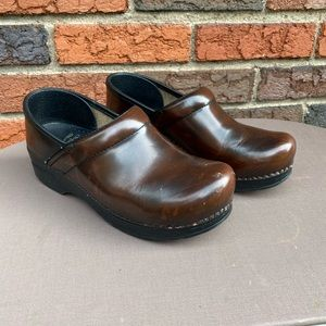 Dansko 38 Professional Stapled Clogs Brown Leather